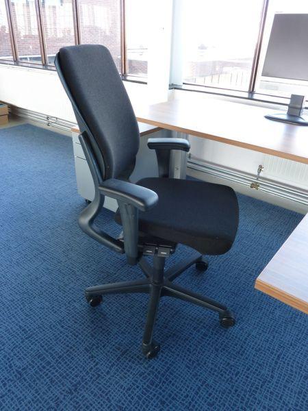 Ahrend 230 Bureaustoel Zwart.Nieuwe Gestoffeerde Ahrend 230 Hoge Rug Bureaustoel Met Garantie